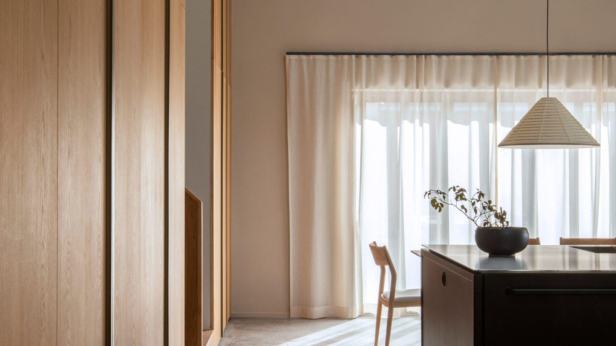 kính tràn trần phong cách nội thất tối giản (minimalism)