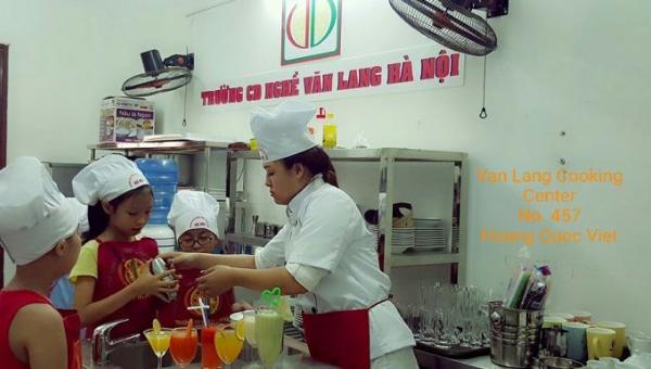 Bé trở thành bartender nhí tại Văn Lang