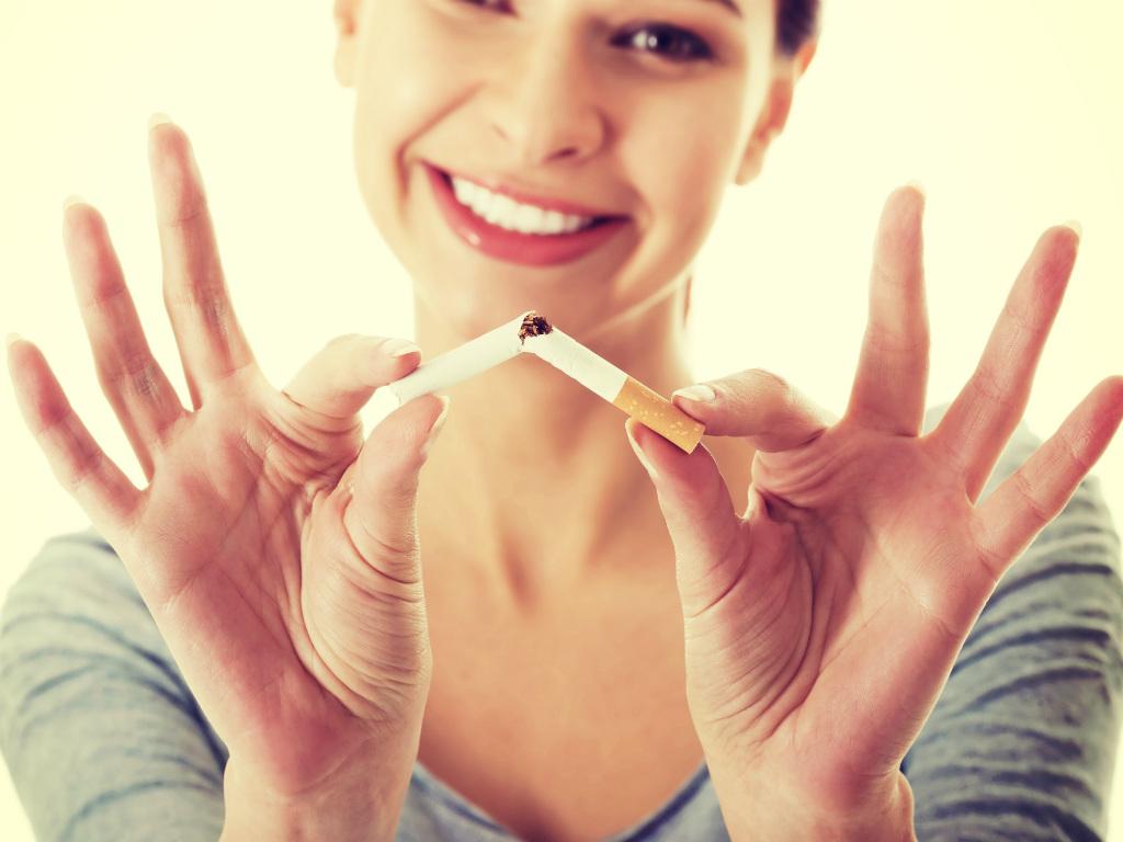 Hút thuốc lá là một trong những nguyên nhân gây u nang buồng trứng