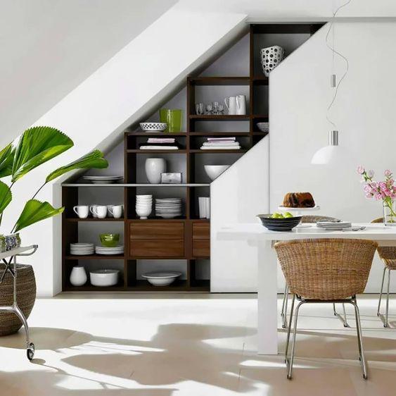 Biến gầm cầu thang thành nơi trang trí nội thất