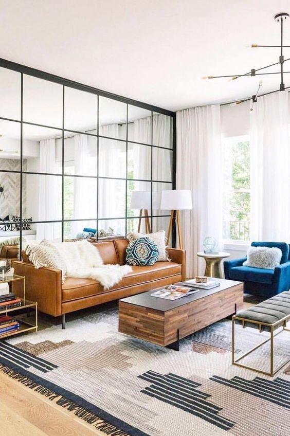 Gương phản chiếu ánh sáng cho căn phòng sáng hơn