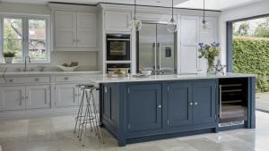 Tủ bếp tân cổ điển ton màu xanh