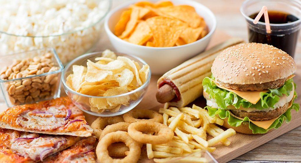 Đồ ăn nhiều dầu mỡ chứa nhiều các chất béo không lành mạnh