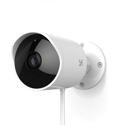Thân Camera Xiaomi ngoài trời YI Outdoor Edition Full HD được liên kết với chân đế bằng một khớp xoay đa hướng