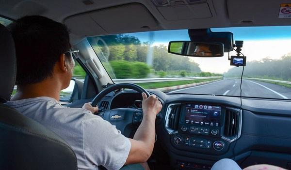 Có nhiều cách vòng dây trong quá trình lắp đặt camera hành trình ô tô