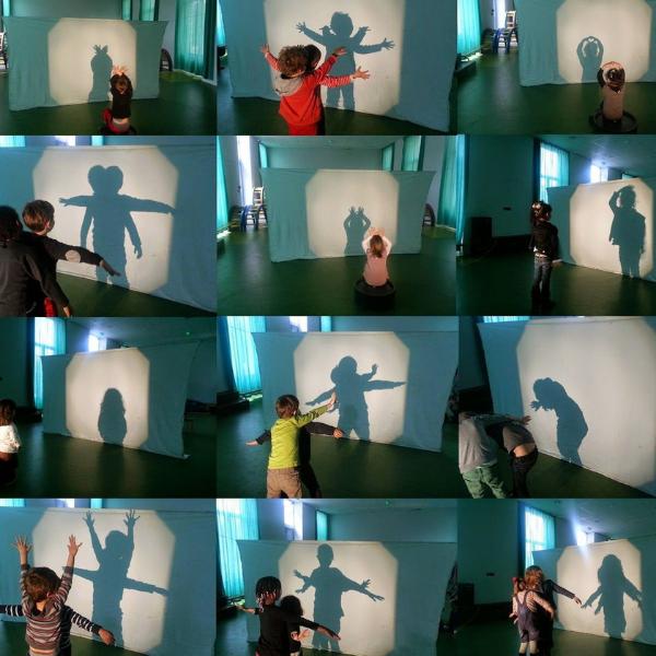 chơi với bóng phản chiếu trò chơi tại nhà cho trẻ từ 0- 3 tuổi
