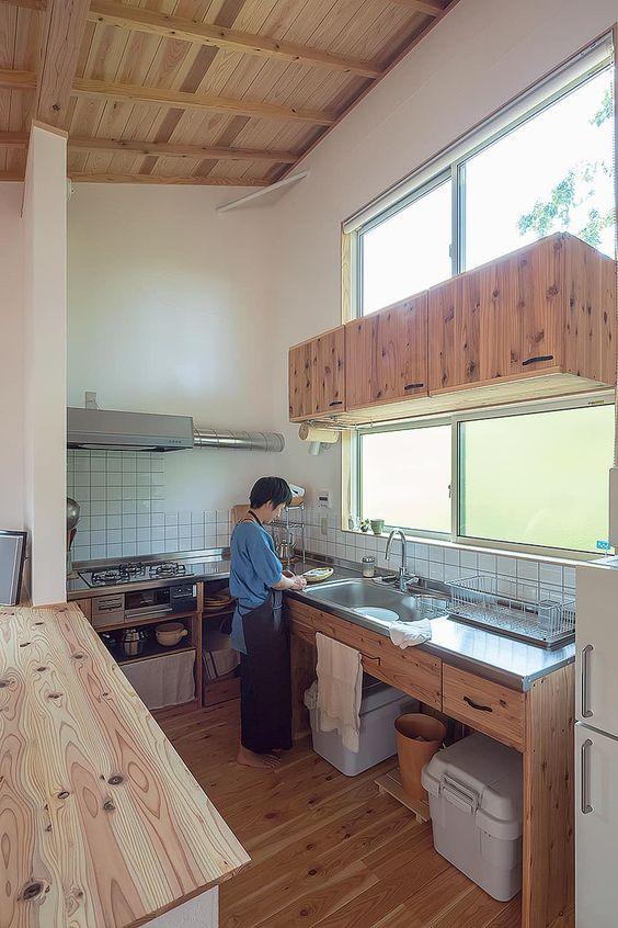 Phong cách thiết kế tủ bếp Nhật lựa chọn màu đơn sắc