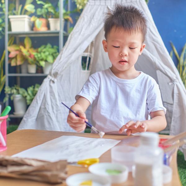 vẽ tranh trò chơi tại nhà cho trẻ từ 0-3 tuổi
