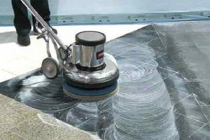 vệ sinh công nghiệp sử dụng máy đánh sàn bóng