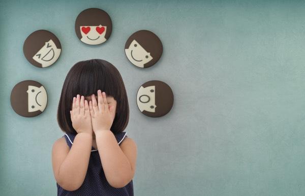khuyến khích trẻ chia sẻ cảm xúc