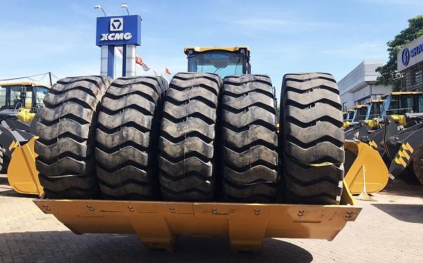 Kích thước cũng ảnh hưởng đến giá lốp xe tải.